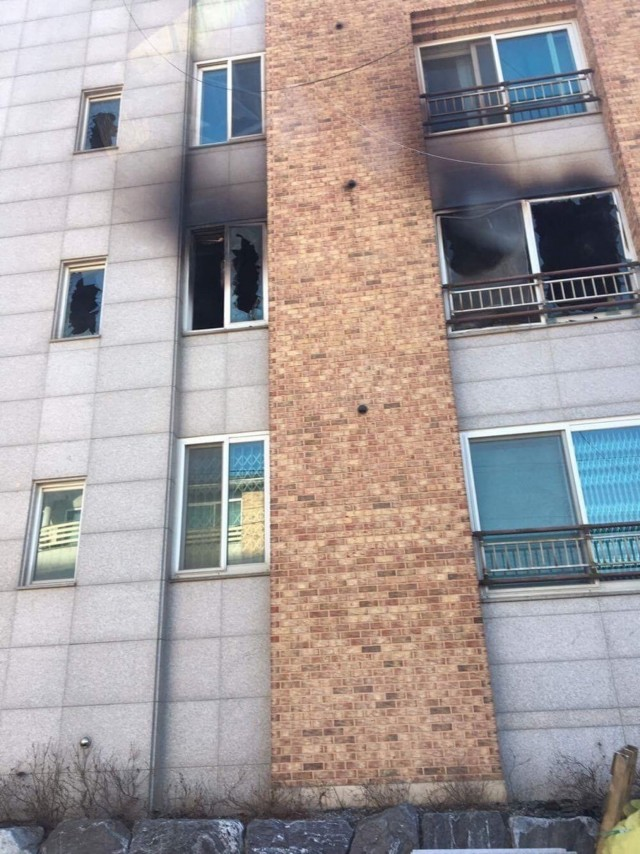 Soldier scales building to save family