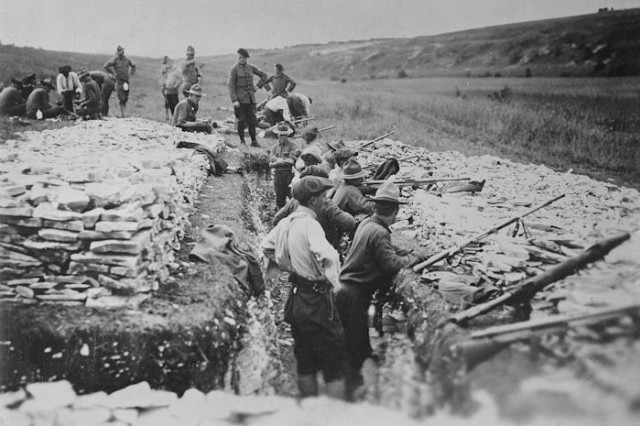 American troops undergo grenade gun training in France during World War I.