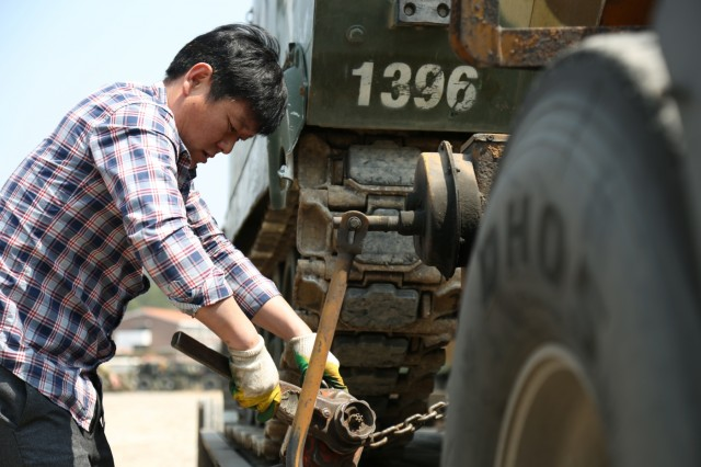 A Korean national contractor working with 2ID Sustainment Brigade secures an armored personnel carrier to a flatbed trailer, April 13, 2017, in preparation for a supply convoy near Pohang, South Korea. 2ID SBDE is conducting a Combined Distribution Exercise in support of exercise Operation Pacific Reach '17 to strengthen our alliance and interoperability with Republic of Korea allies. (U.S. Army photo by Sgt. Uriah Walker, 19th ESC Public Affairs)