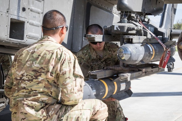 photo essay task force tigershark apache team prepares and  brian harris view original u s ah 64e apache helicopter ground crew members assigned to task force tigershark