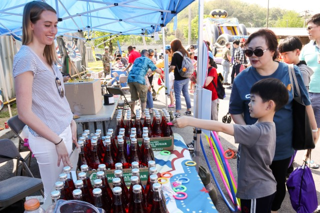 Families and friends gather April 29 at K-16 Airbase to celebrate Spring Festival 2017. The festival included food, musical, martial art demonstrations and prize giveaways.