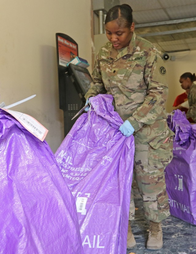 Mail handlers play key role in boosting morale of deployed servicemembers