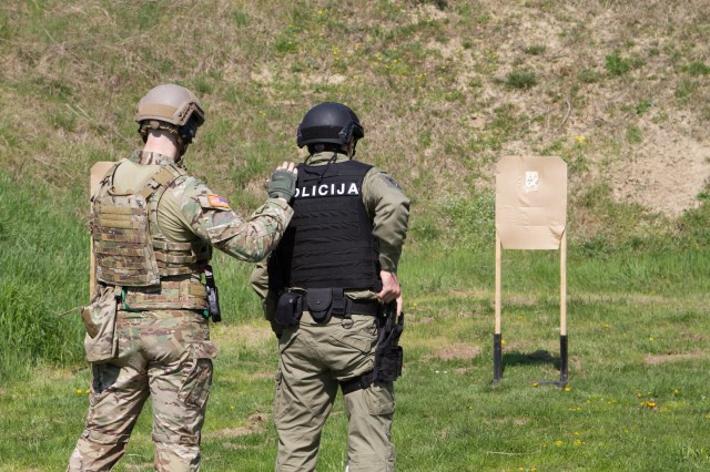 U.S. Army Special Forces train Serbian Anti-Terrorism police