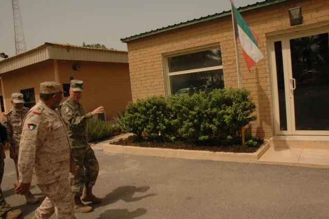 Brig. Gen. Epperly Meets with Kuwaiti Maj. Gen. Khalid