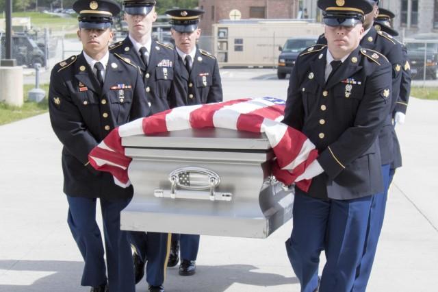 Army Guard funeral honor guard members hone advanced skills during