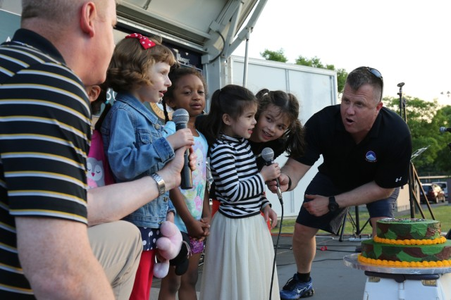 """Col. Stephen Grabski, deputy Commander of U.S. Army Japan; left,  and Command Sgt. Maj. Eric Dostie, command sergeant major of USARJ; right, help event participants sing """"Happy Birthday"""" to the Army June 14, 2017 for the community BBQ for the Army Birthday Week. (U.S. Army photo by Noriko Kudo)"""