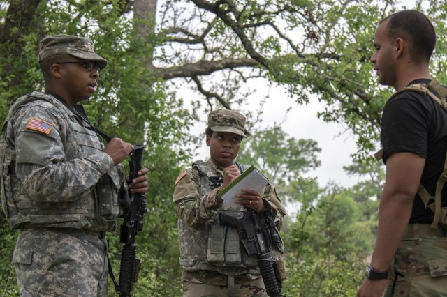 Soldiers master intelligence skills through gunnery training