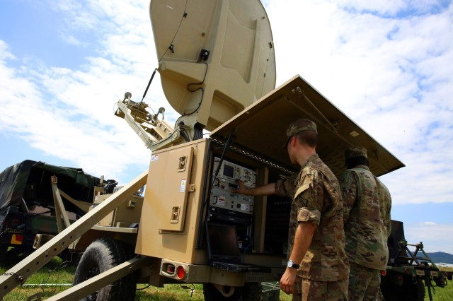 Signal Soldiers enable mission command for Saber Guardian 17 river crossing