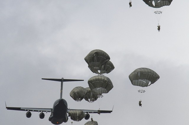Paratroopers with the 4th Infantry Brigade Combat Team, 25th Infantry Division from Joint Base Elmendorf-Richardson, Alaska jump from a C-17 Globemaster onto drop zone Kapyong at Williamson Air Field, Shoalwater Bay Training Area on July 13,2017.