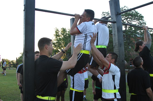 Almost two dozen sergeants major from the Colombian Sergeant Major Academy, Programa Integral para Suboficiales de Alta JerarquiaI (PISJA), got to meet and train alongside U.S. sergeants during a recent visit to the drill sergeant training academy at Fort Jackson, South Carolina.