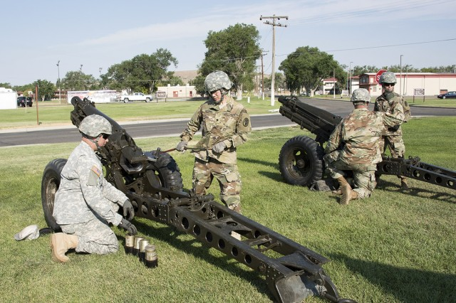 Members of the salute battery prepare their howitzers to fire a 13-gun salute during the Dugway change of command ceremony, July 12, 2017. Photo by John Smith, Dugway Proving Ground.