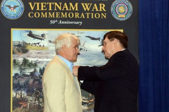 Combat medic, Medal of Honor recipient welcomes battle brothers home during pinning ceremony
