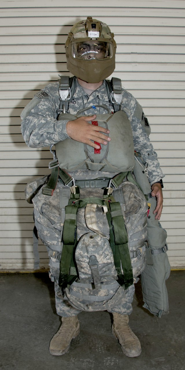 Army's new integrated head protection system test jumps from the sky