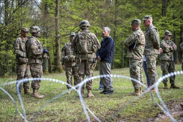 Acting Secretary of the Army Robert Speer with Soldiers.