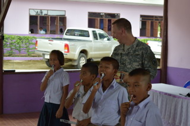 Capt. Jay Jensen, dentist with the Washington National Guard, instructs students on how to properly maintain oral hygiene at the Tonmamuang Frontier Police School during a visit Aug. 21, 2017 as part of the Co-Operative Health Engagement: Che during Exercise Hanuman Guardian 2017.