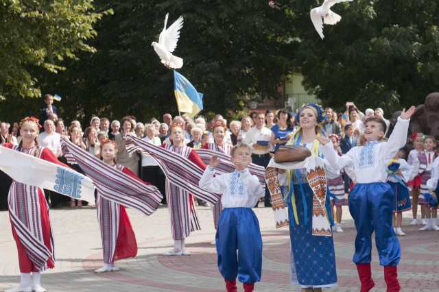 Ukrainian children release doves at the conclusion of a celebration on Ukraine's 26th Independence Day in Yavoriv, Ukraine on Aug. 24. The town held the ceremony to celebrate Ukraine's declaration of independence from the Soviet Union in 1991 and to honor the region's history, people, military and honored dead through a series of speeches, musical performances, dances, and prayers. (Photo by Staff Sgt. Eric McDonough, 45th Infantry Brigade Combat Team)