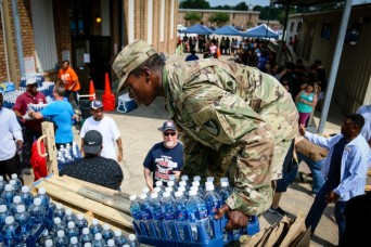 Soldiers continue massive relief effort for flooded Houston