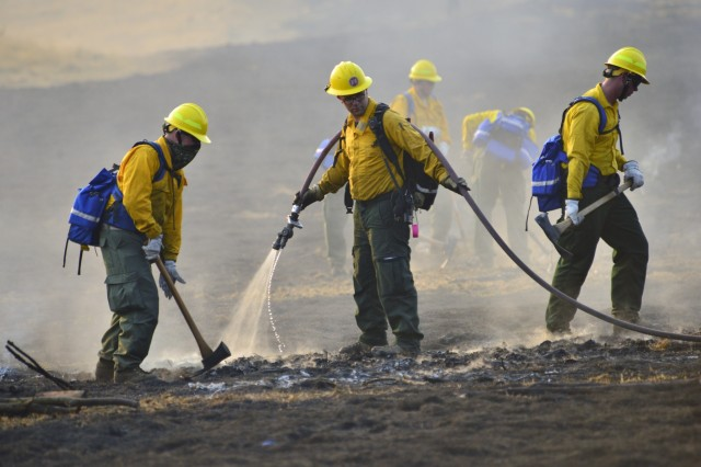 Oregon Army National Guard Soldiers work together during a wild land fire field training exercise at the Oregon Department of Public Safety Standards and Training in Salem, Oregon, August 28, 2017. More than 125 Citizen-Soldiers from the 41st Infantry Brigade Combat Team volunteered to be a part of the second group that the Oregon Guard is deploying in support of wild land fires across the state.