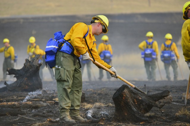 An Oregon Army National Guard Soldier participates in a wildland fire field training exercise at the Oregon Department of Public Safety Standards and Training facility in Salem, Oregon, August 28, 2017. Instructors at the facility initiated a controlled burn in order to give students hands-on practice in their newly acquired wildland firefighting skills before deploying to the Chetco Bar Fire near Brookings, Oregon.
