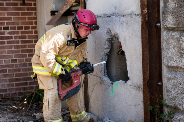 Soldiers, first responders hone emergency response skill sets in D.C. exercise