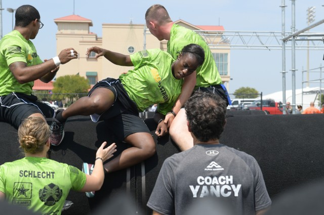 Soldiers work as team to complete obstacles during trial run