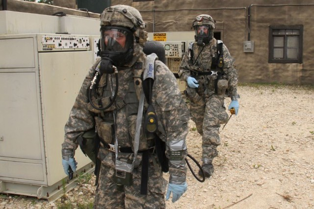 Explosive ordnance disposal technicians support the 1st Brigade Combat Team, 10th Mountain Division (LI) during its rotation to the Joint Readiness Training Center at Fort Polk, La.