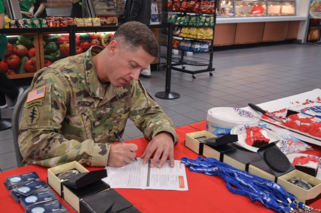 USAG Yongsan Commander Col. J. Scott Peterson fills out a pledge form for the Combined Federal Campaign-Overseas.
