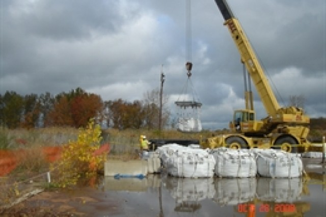 Loading supersacks into a railcar at the FUSRAP site in Painesville, OH.