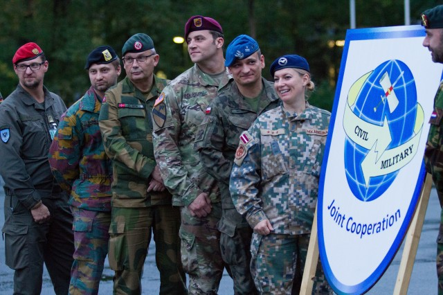 Staff Sgt. Christopher Calascione (middle right), civil affairs non-commissioned officer with 95th Civil Affairs Brigade, poses with other participants at Joint Cooperation 2017 (JC17) in Nienburg, Germany, Oct. 26. JC17 is the largest multinational Civil-Military Cooperation (CIMIC) exercise within NATO that specifically tests CIMIC core tasks on an international scale (U.S. Army Reserve photo by Capt. Jeku Arce, 221st Public Affairs Detachment).