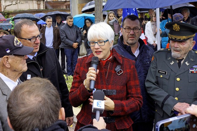 Helen Patton, granddaughter of Gen. George Patton translates heartfelt statements given by Col (ret.) Cranston Rogers (right) and Sgt. (ret.) Calvin Landau (left), honored on the morning of Saturday, Nov. 11, 2017, in Scherwiller, France.  Rogers and Landau are surviving members of the 103rd Infantry Division that liberated the town from the Nazis on Dec. 1, 1944. (Photo by Sgt. 1st Class John Freese)