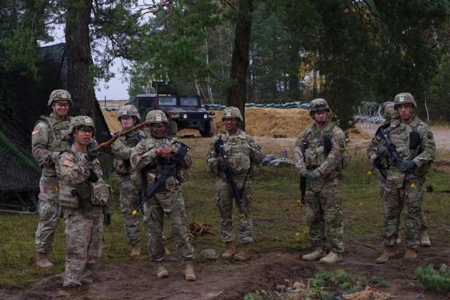 Finance Soldiers disburse and defend during Diamondback Defense