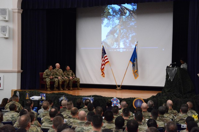 704th Military Intelligence Brigade hosts a change of responsibility ceremony