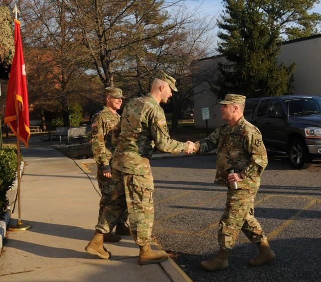 INSCOM commanding general visits 704th Military Intelligence Brigade