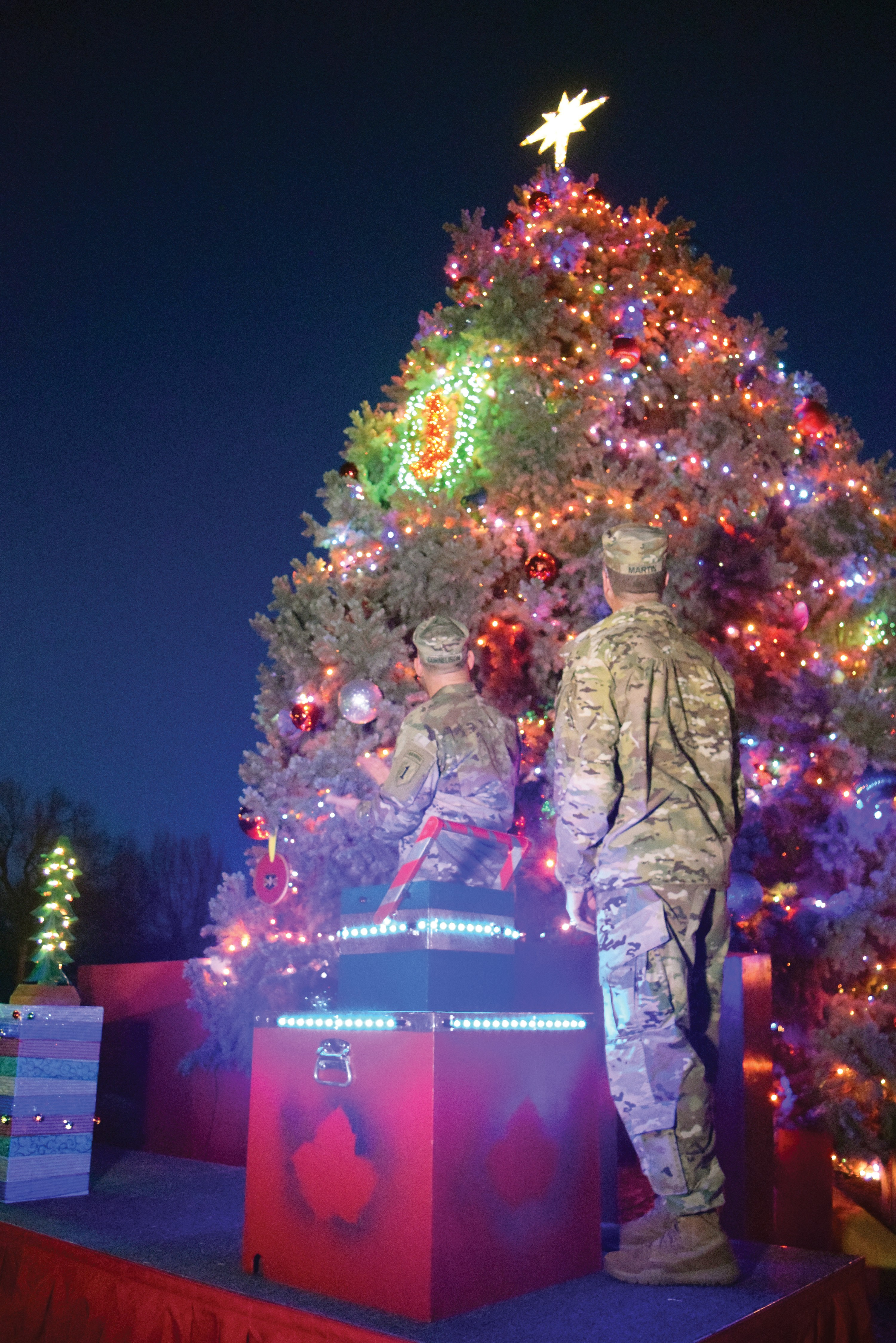 Fort Riley holiday tree is lit for season & Fort Riley holiday tree is lit for season | Article | The United ... azcodes.com