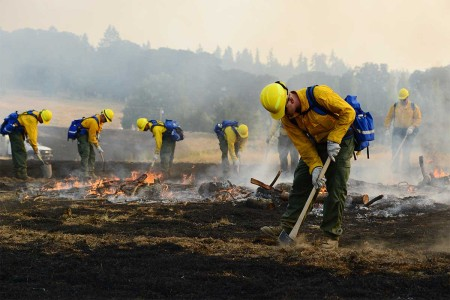 Oregon Army National Guard Soldiers practice containing wild land fire during a field training exercise at the Oregon Department of Public Safety Standards and Training in Salem, Ore., Aug. 28, 2017. Nearly 125 Citizen-Soldiers from the 41st Infantry...
