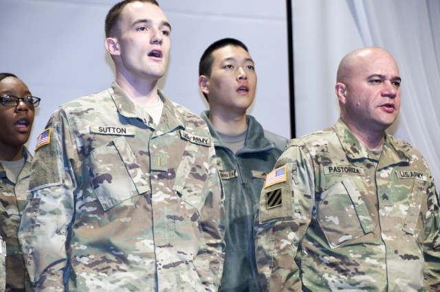 Soldiers of the 6th Ordnance Battalion in Cp. Carroll sing the U.S. Army Song to appreciate Korean War veterans. (U.S. Army photo by Pfc. Kim, Bum-joon)