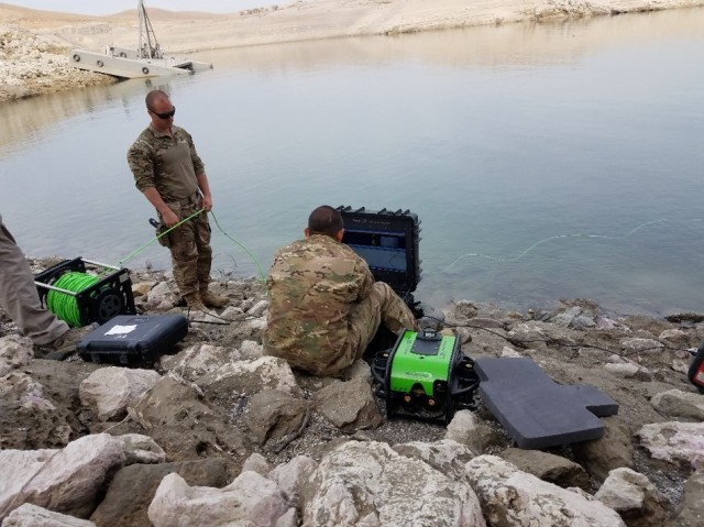 Divers Support the Mosul Dam and Local Iraqi Government