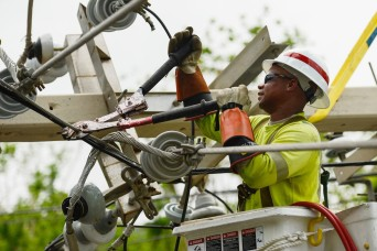 Army helps restore electric power for 1M customers in Puerto Rico