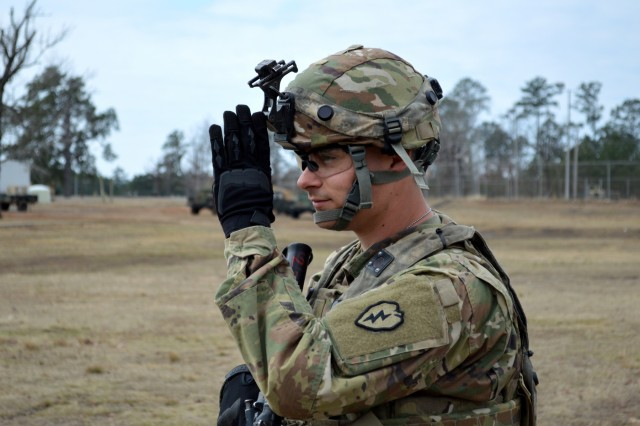 An infantryman assigned to Company A, 2nd Battalion, 35th Infantry Regiment, 3rd Brigade Combat Team, 25th Infantry Division, gives a hand signal during battle drill training at Fort Polk, Louisiana, on Feb. 5, 2018. The 3rd BCT is participating in a rotation at the Joint Readiness Training Center. (U.S. Army photo by Staff Sgt. Armando R. Limon, 3rd Brigade Combat Team, 25th Infantry Division)