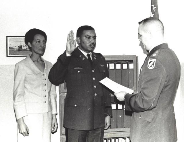 Retired Army Aviator receives Broken Wing Award