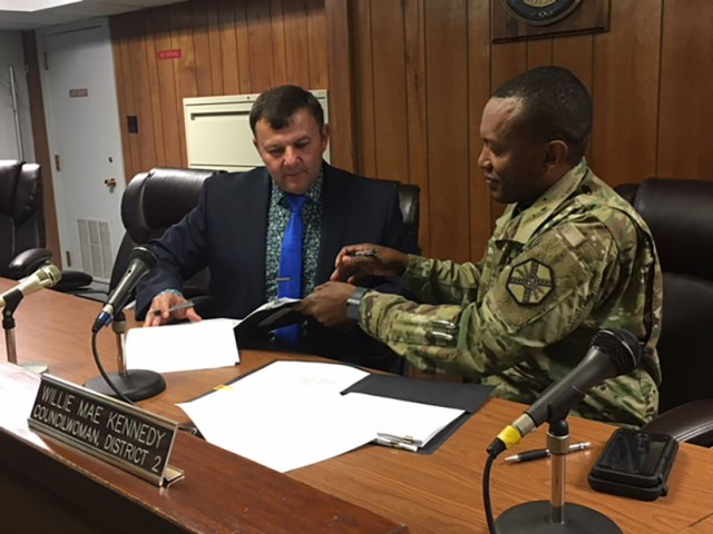 Fort Polk signs IGSA with Leesville that strengthens Army readiness