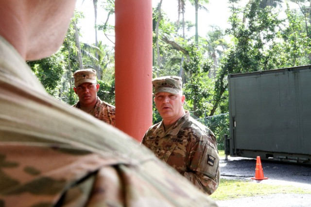 MG Hackett visits 5th Battalion of the 94th Training Division during time of transition