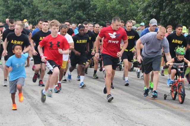 A large number of participants begin a free 5k event held on Fort Leonard Wood. The post has held a number of free running events since 2014.