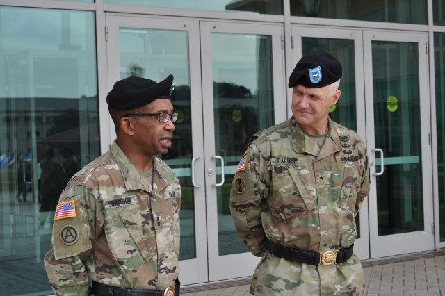 Maj. Gen. James Simpson (left) and Brig. Gen. Paul Pardew.  Pardew has been selected to succeed Simpson as the Army Contracting Command commanding general.