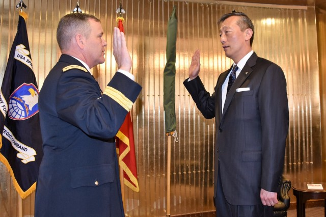 "Lt. Gen. James H. Dickinson, commanding general, U.S. Army Space and Missile Defense Command/Army Forces Strategic Command, administers the oath of office to Tse-Horng ""Richard"" Yu, the USASMDC/ARSTRAT Future Warfare Center's new director for Capability Development Integration Directorate, during his appointment ceremony to Senior Executive Service April 19 at the Club at Peterson Air Force Base, Colorado. Yu is the first SES assigned to Colorado Springs."