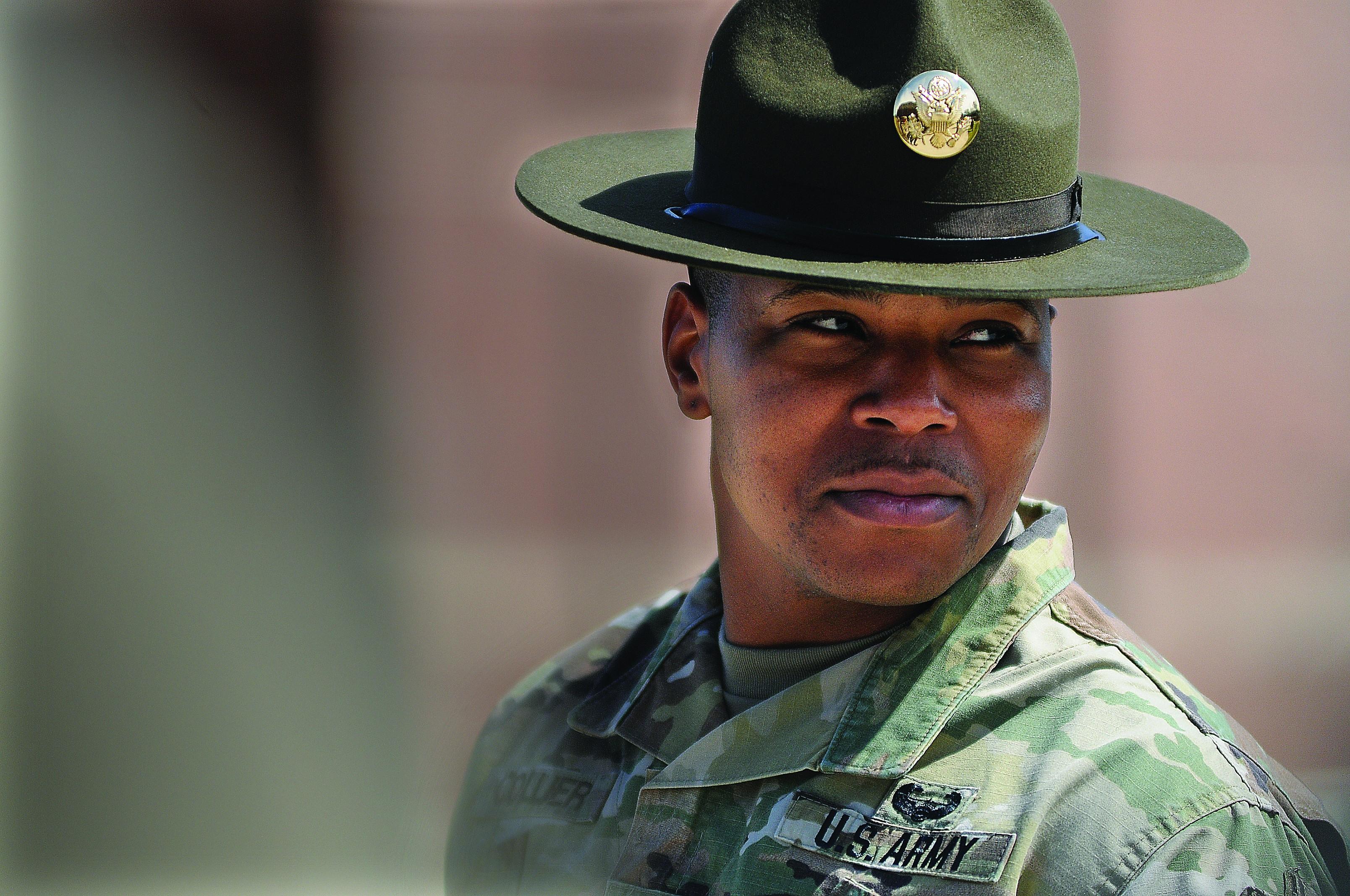 4f00882e33122 NCOs don new campaign hats