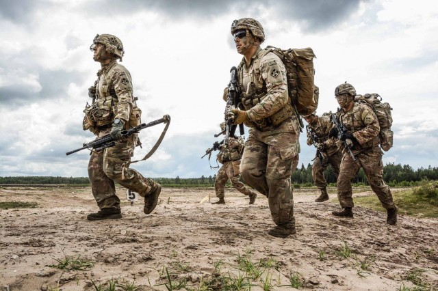 Riflemen with 4th Infantry Division at Rukla Training Area, Lithuania, Aug. 24, 2017. T