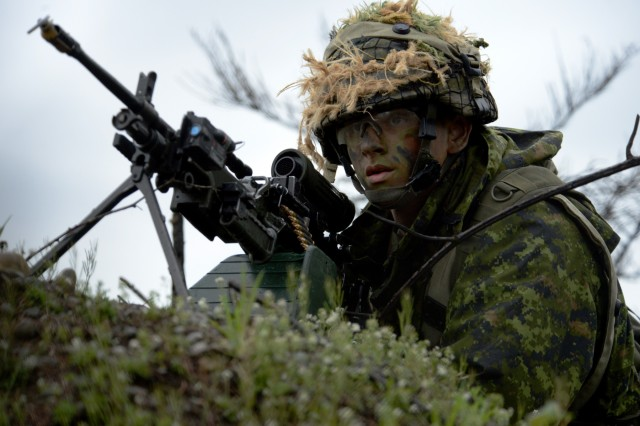 Canadian Army Reservist Private Benjamin Smith assigned with the 39th Canadian Brigade Group, Vancouver, British Columbia, holds a hilltop position, waiting to move into a forward position during Exercise Cougar Rage at Joint Base Lewis-McChord, Washington, April 28, 2018.