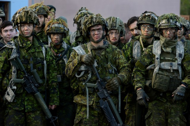 Canadian Army Reservists assigned to the 39th Canadian Brigade Group, Vancouver, British Columbia, listen to an after-action report as Exercise Cougar Rage 18 concludes at Joint Base Lewis-McChord, Washington, April 29, 2018.