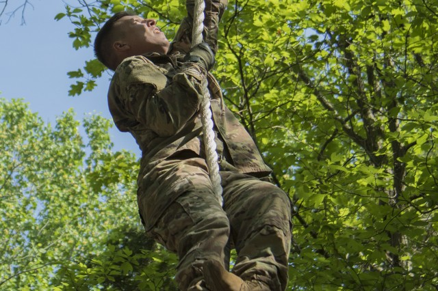 Sgt. 1st Class Eric Grafton, observer coach/trainer with 1st Brigade Support Battalion, 361st Regiment, 5th Armored Brigade, climbs to the top of a rope obstacle at the confidence course during the First Army Best Warrior Competition at Fort Knox, Ky., March 15, 2018. Grafton was one of two Soldiers who dropped from the competition due to injuries. (U.S. Army photo by Sgt. 1st Class Darron Salzer, First Army Division East)